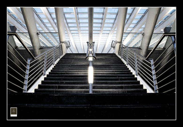 Station Luik-Guillemins - Met leden van de fotoclub zijn we op een avond naar Luik gereden om het TGV-station te fotograferen. Voor mij de 2e kennisma