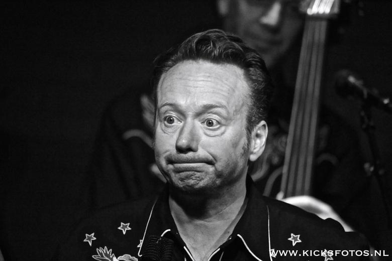 Caramba - Een mooi beeld van een van de zoveel gezichts uitdrukkingen van Joris Linssen de zanger van de band Caramba!
