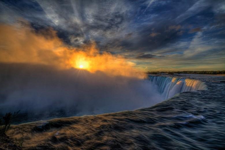 Sunrise @ Niagara Falls - De mooiste zonsopkomst die ik ook gezien heb. Stond om 06.00 uur al klaar om dit wonder te aanschouwen en het was het helema