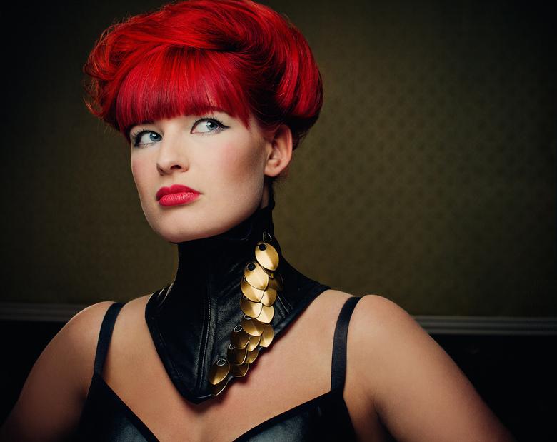 écaille - Model : Nienke Norden<br /> Hair&amp;Mua: Ismahan Obenali<br /> Neck corset: Sannie Kralt Skeletons Closet