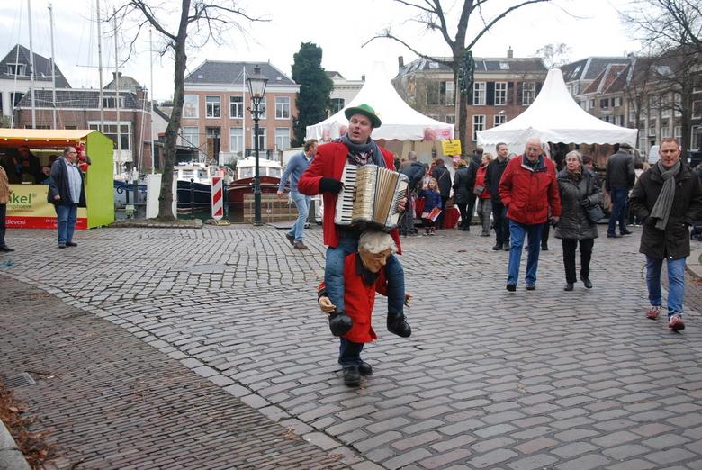 Kerst markt in Dordrecht - Met straat muziek en vrolijkheid