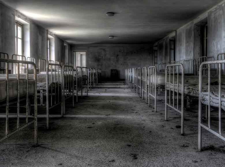 na een nachtelijk plasje is het tellen geblazen... - verlaten, vervallen jongensinternaat In Italie, 03