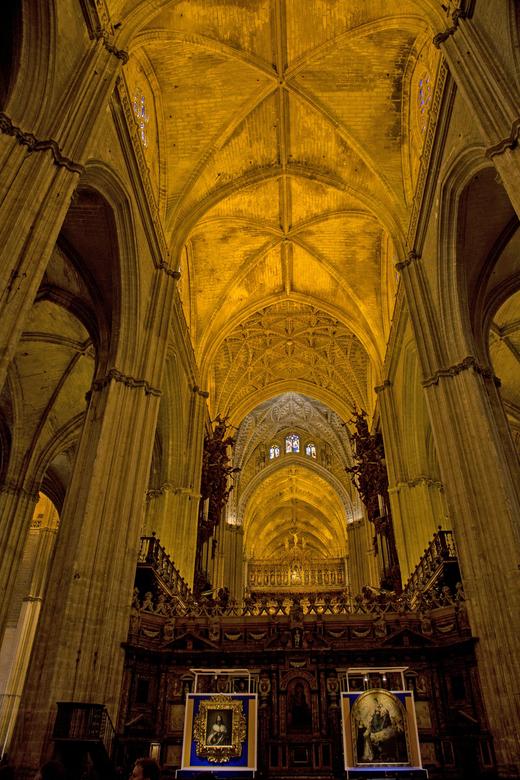 Spanje 59 - Het schip van de kathedraal.