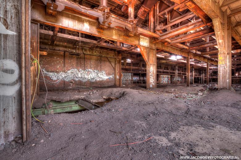 Verlaten oude staalfabriek (2) - Genomen op 28 mei 2013