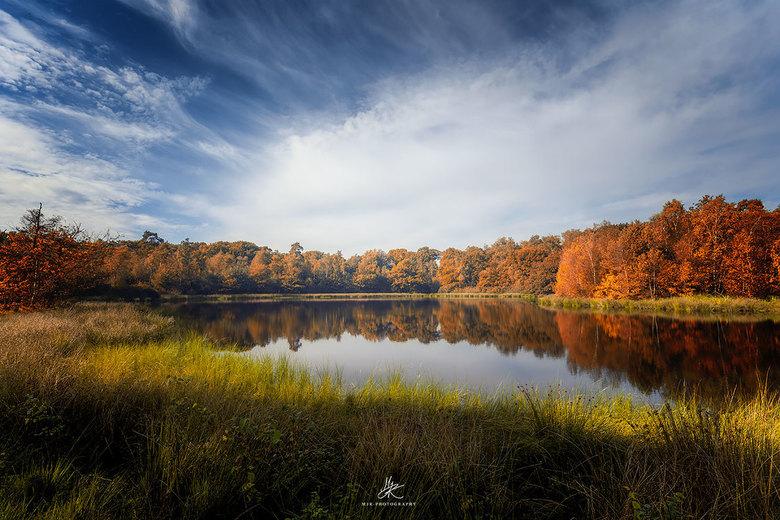 Landschap - Weerspiegeling bij landschapsfotografie inclusief herfstkleuren.
