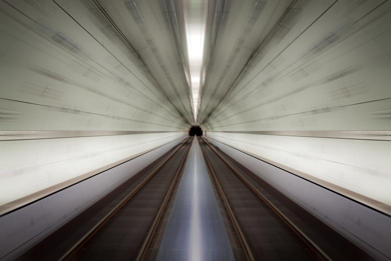 Accelerate - Vrije expressie gemaakt van een foto van station Kaiser WIlhelm Park in Essen.