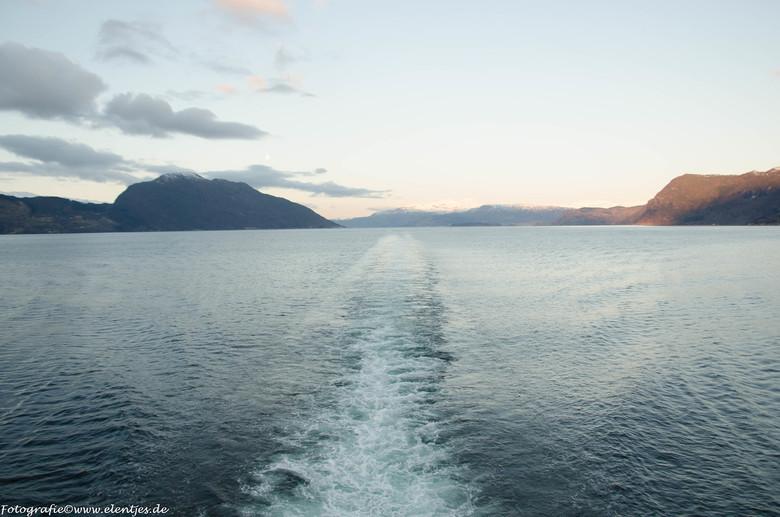 afvaart Eidfjord - na een da Eidfjord wordt het tijd om naar een andere lokatie te varen