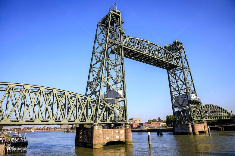De Hef - De stoerste brug van Nederland staat in Rotterdam: de Hef (die eigenlijk de Koningshavenbrug heet). De groene reus die Zuid met het Noorderei