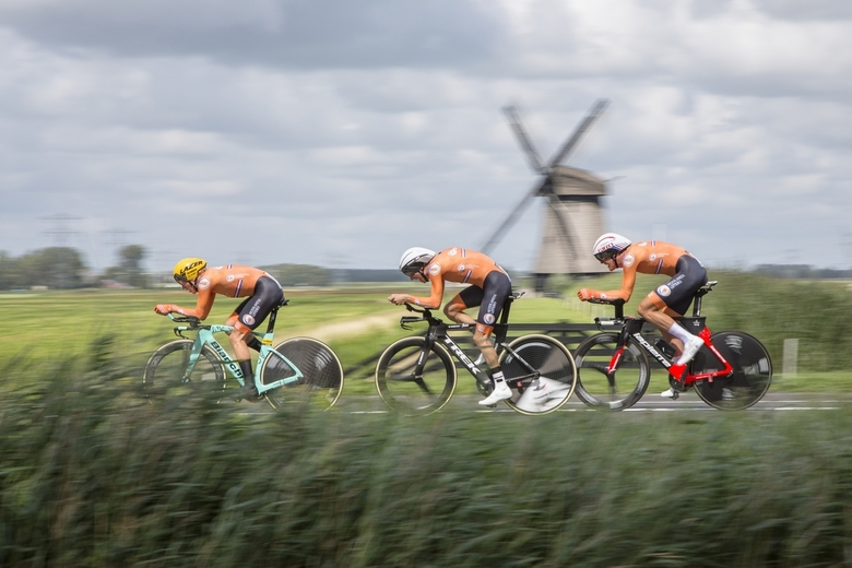 Nederlandse mannen mix relay - Hollandser kan je het niet hebben. Bauke Mollema in het midden. Vanmiddag gemaakt.