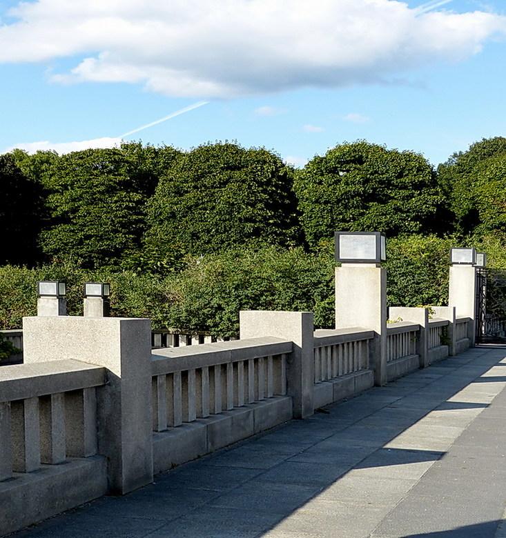 Beeldenpark in Oslo. - Foto uit het (Vigeland sculpturen park) beeldenpark Oslo Noorwegen.<br /> 28  augustus 2013.<br /> Groetjes Bob.