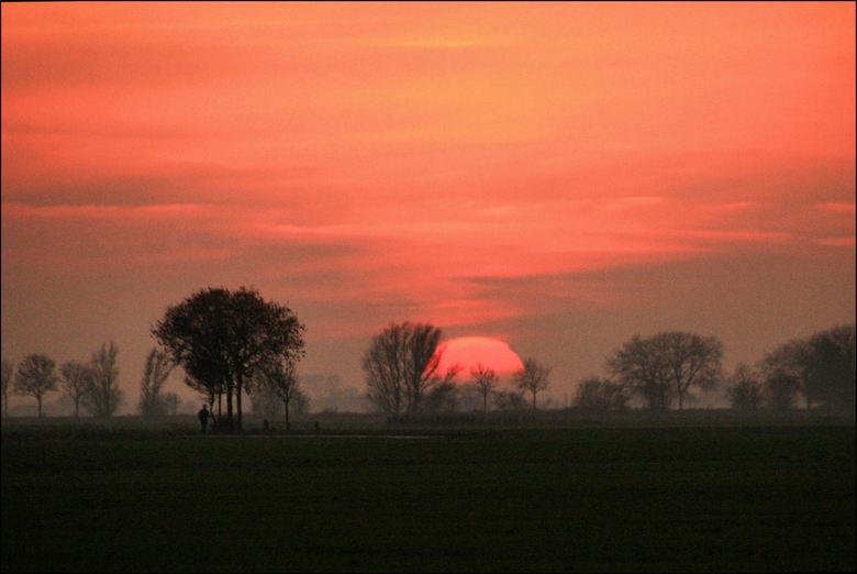 Zonsondergang Justerpad Loppersum - Gisteravond bij Loppersum