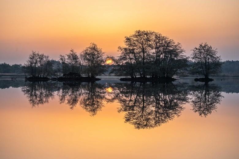 Een betoverende zonsopkomst in November - Voor een tweede keer in 1 week op pad in natuurgebied de Utrecht, dat mijn hart gestolen heeft. Wat een prac