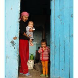 Gulzat met haar kinderen.