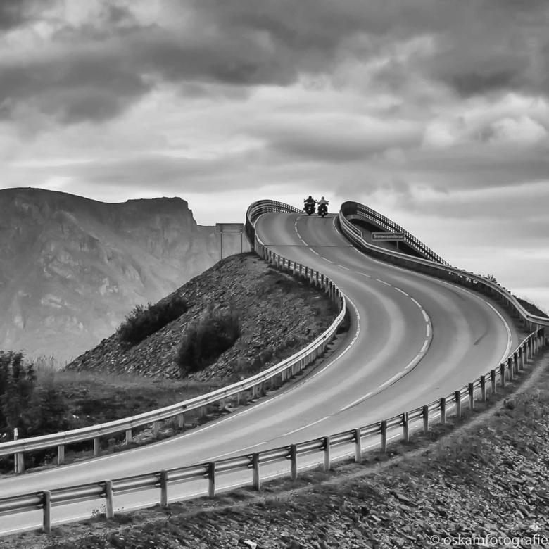 de wijde wereld in - De Atlantic Road in Noorwegen. Een verbindingsweg met bruggen tussen diverse eilandjes.