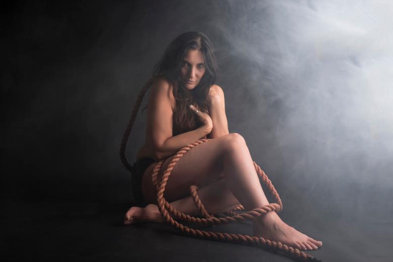 """Monique - Model Monique <br /> het effect is rook van een rookmachine, dus 100 % echt <img  src=""""/images/smileys/smile.png""""/><br />"""