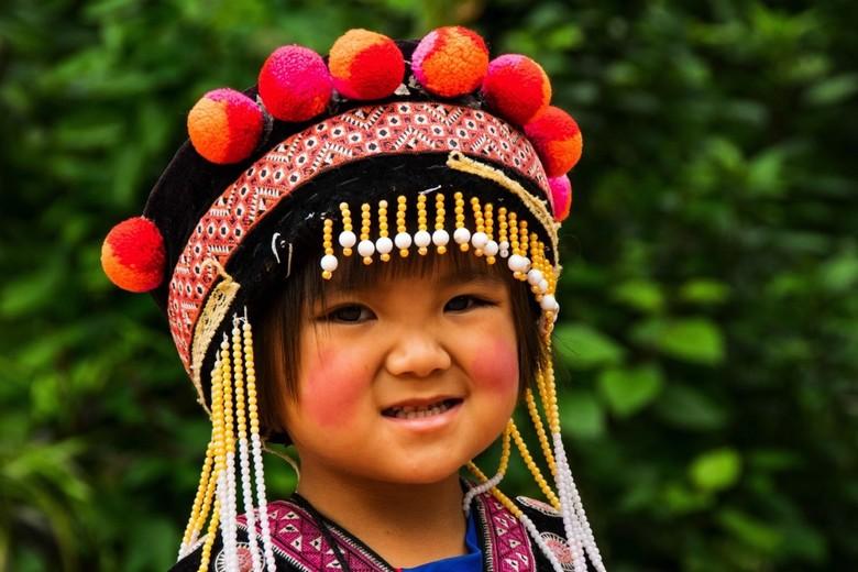 Bergstammen in Thailand - Een meisje van een bergstam in Thailand.<br /> <br /> <br /> Bij een tempel kwamen we dit mooie meisje tegen. Het zag er