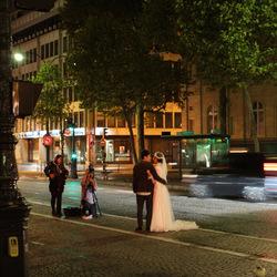 Bruidspaar op de Champs Elysées