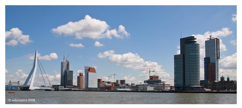 Skyline Rotterdam - Waarschijnlijk één van de velen.<br /> Ik vind hem mooi in ieder geval.<br /> Wil graag nog een keer met donker deze kant op, ma