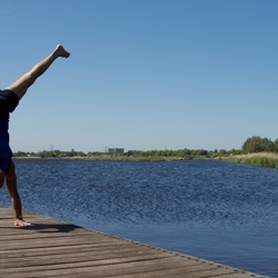 yoga in hollands landschap