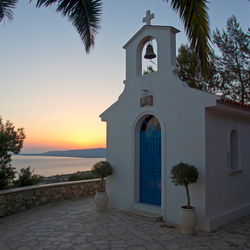 St. Christophoros kapel bij zonsondergang
