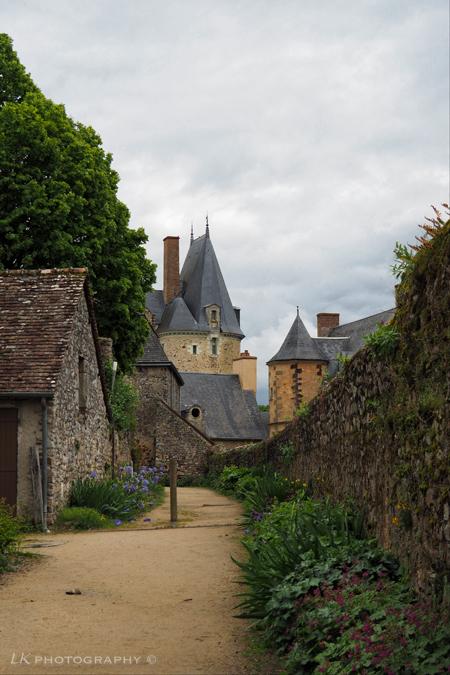 1 6 1 3 - Chateau Sainte Suzanne 1613.<br /> Toen en nu.<br /> <br /> Fijn en zonnig weekend allemaal.