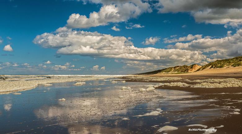 DSC00451_bewerkt-2 - Mooie wolkenluchten boven het strand van Heemskerk.