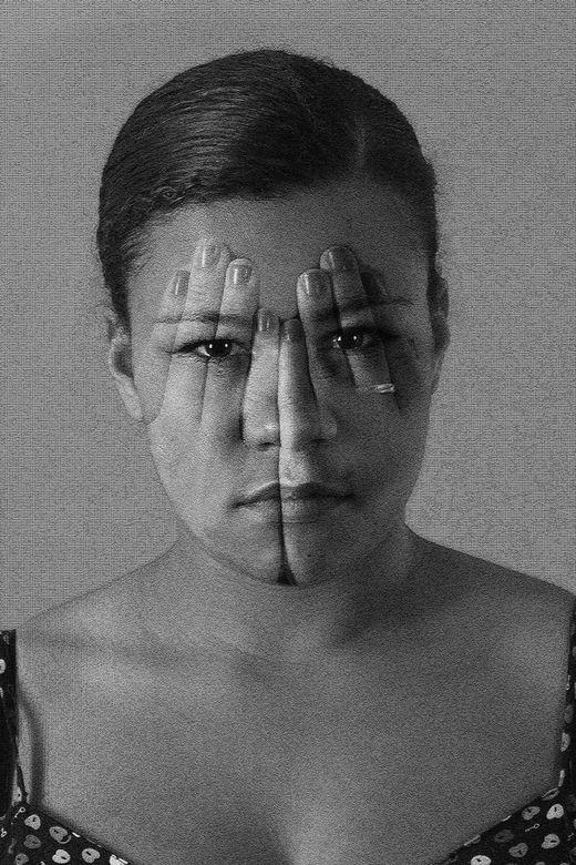 Iets Door De Vingers Zien Portret Foto Van Koedam Zoomnl