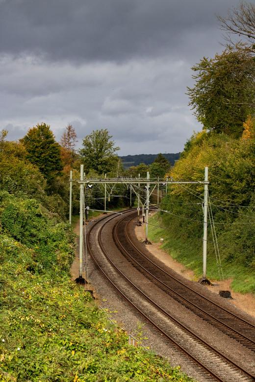 Bewolkte Dag - Spoorweg door het bos in Zuid-Limburg.