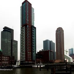 Vanaf loopbrug naar de kop van Zuid in Rotterdam