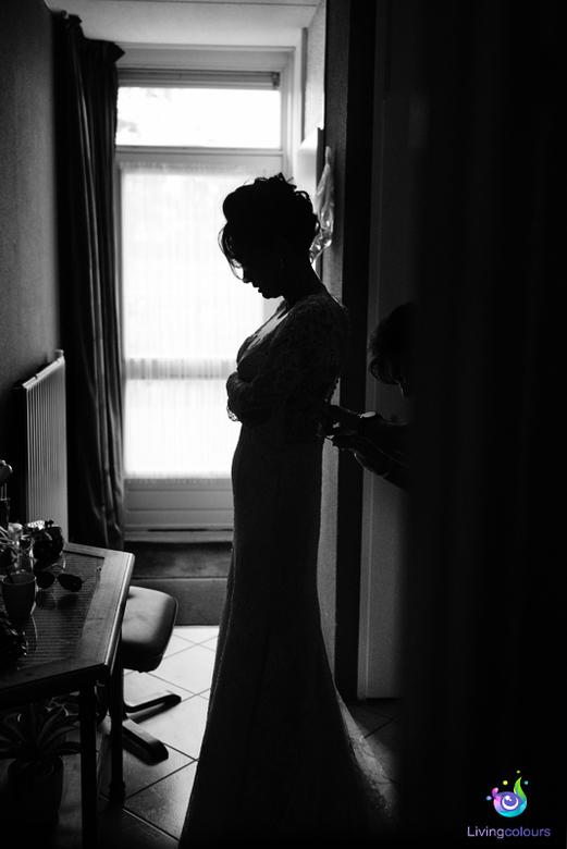 bruid - De bruid die zich aan het voorbereiden is.