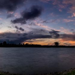 Zonsondergang boven de IJssel