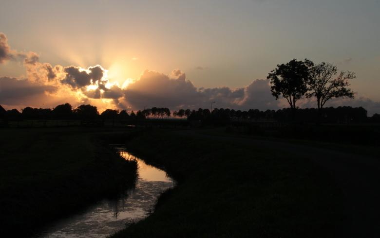 En er zij licht ! - Ondergaande zon in Noord Holland.