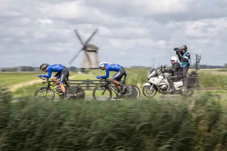 Televisie was er bij - De 2 overgebleven Belgische mannen met cameramotor.