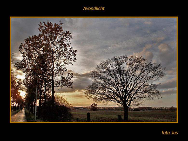 Avondschemer - Vorige week -laat in de middag- af en toe zon en ineens een zware bui boven Wijchen. Ieder bedankt voor de reactie op mijn vorige uploa