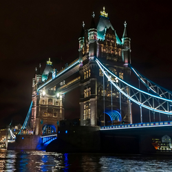 Tower Bridge bij nacht
