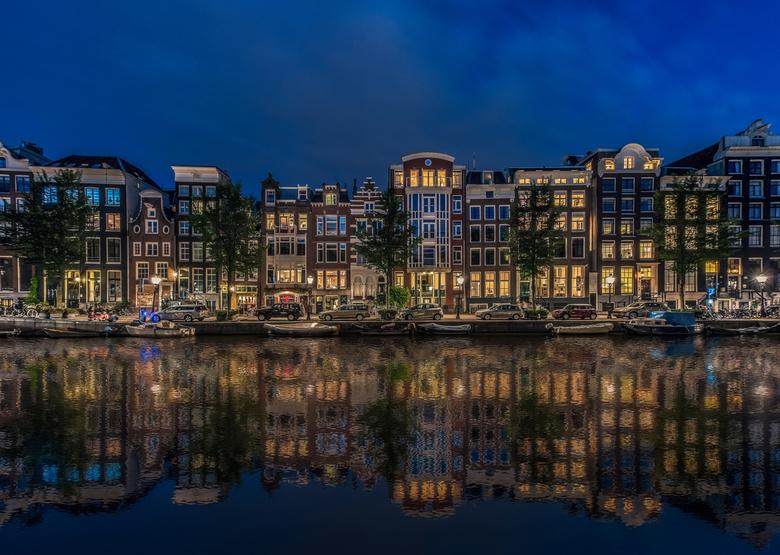 Blauw Amsterdam - Avondje met Stef langs de Amsterdamse grachten gelopen. Ondanks de grote drukte en de vele bouwwerkzaamheden toch nog wel een paar l