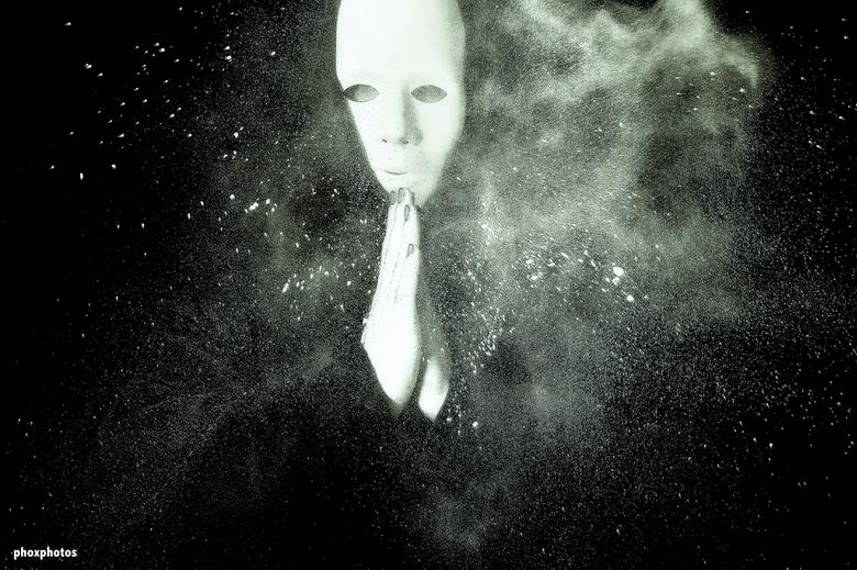 """dust2dust - arty foto met """"stofmasker"""""""