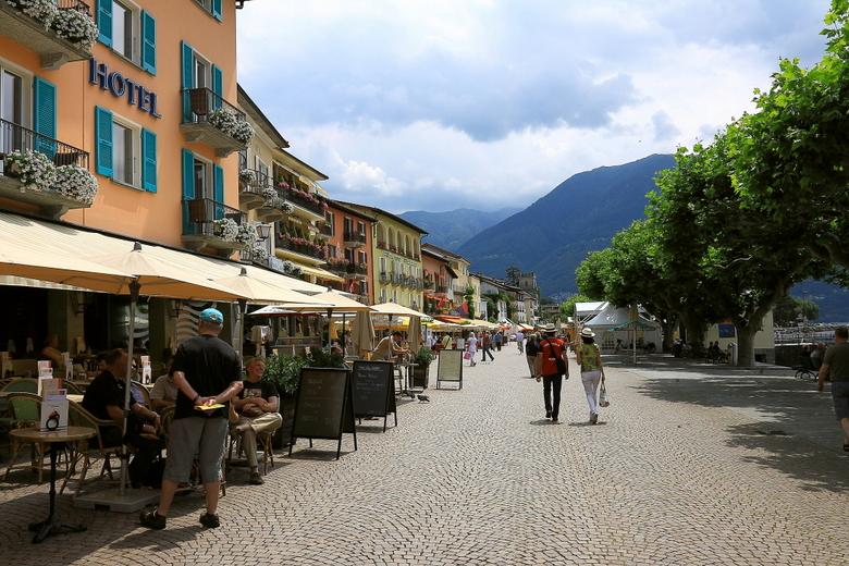Ascona 3 - Nu weer een foto van de vakantie, van de boulevard van Ascona.<br /> <br /> Bedankt voor de reacties op de foto wants.<br /> <br /> Gro