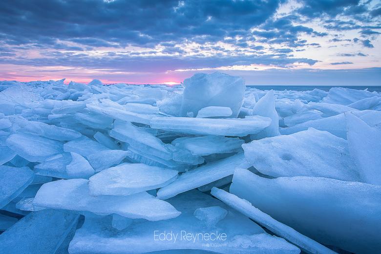 DRIFTING ICE - Tijdens de extreme winterse weersomstandigheden in maart 2018 heb ik een hele serie foto's gemaakt van het kruiend ijs bij zowel H