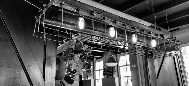 Lamp boven stamtafel -