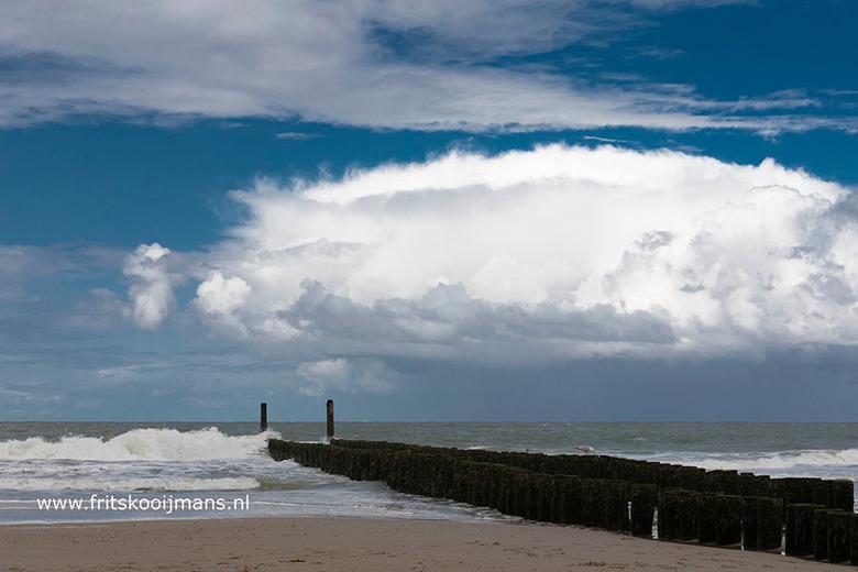 Strekdam in de zee bij Domburg - 20190908 5894 Strekdam in de zee bij Domburg