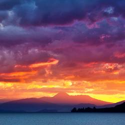 Zonsondergang over Lake Taupo, Nieuw Zeeland