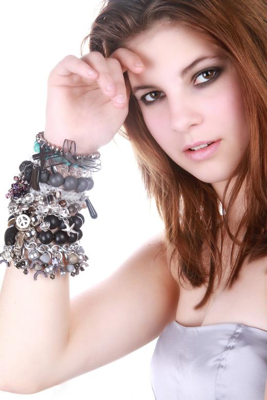 Kelsey 2 - Nog maals de foto van de sieraden shoot voor de sieraden van Margo Sengers (www.etoilesdemer.nl) .<br /> <br /> Commentaar van haar tweed