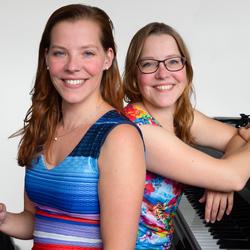 Eeneiige tweeling Tamara en Judith 1