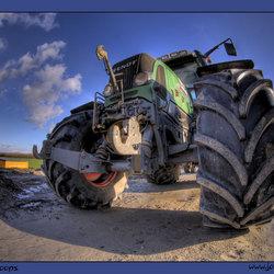 HDR en de machtige tractor