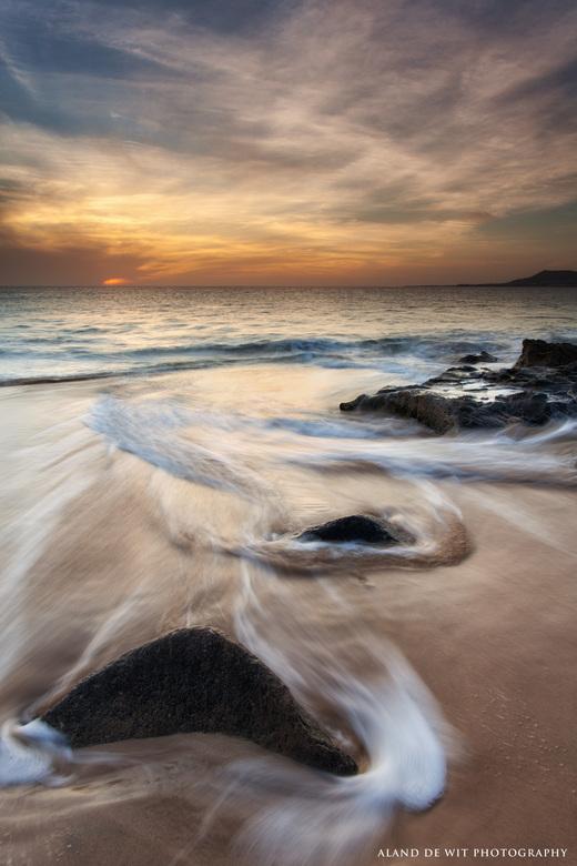 Rocks & Swirls.  - Genomen Punta Papagayo Lanzarote.