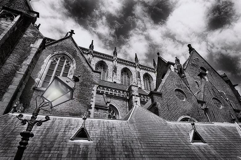 Sint Bavo in Haarlem - Archief in gedoken vandaag en deze foto opnieuw bewerkt, omgezet in zwart wit.
