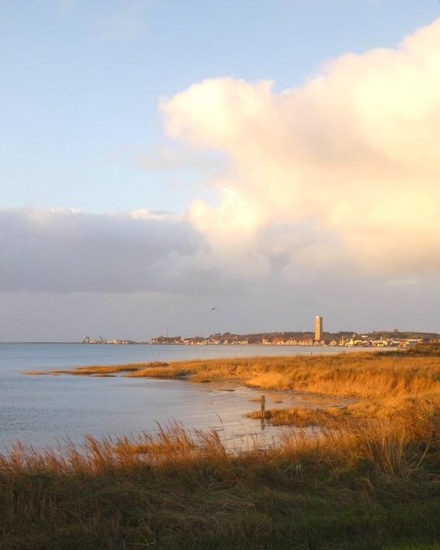 Mooi Terschelling  - Zicht op de haven en de Brandaris