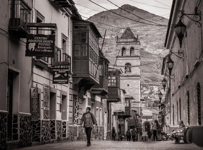 Door de straten van Bolivia - Nu eens wat anders dan landschappen. Afgelopen maanden gereisd door o.a. Bolivia. Deze foto is genomen in Potosi, op 400