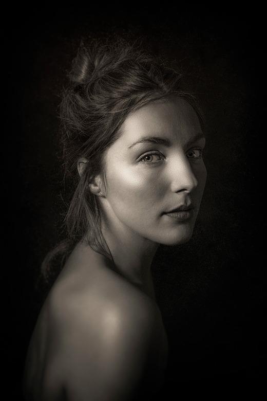 """Marleen - Portret van Marleen. Met dank aan Jaap voor zijn feedback <img  src=""""/images/smileys/smile.png""""/>"""